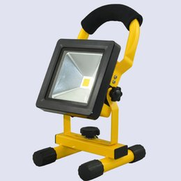 Wholesale Rechargeable Batteries Suppliers - 10W Portable rechargeable IP65 led floodlight 2017 new patent outdoor light factory supplier high quality white color 5v 8v 16v work light