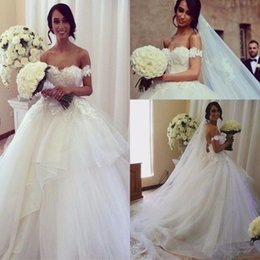Wholesale hot sexy models - Dazzling Hot Sale Cap Sleeve Ruffles Wedding Dresses Appliques Lace Bridal Gown Custom Made Tulle Ball Gown Wedding Gowns