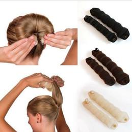 2019 espuma esponja cabelo styling rosquinha Dispositivo de estilo de cabelo esponjoso prático Donut Bun Maker Chrismas Magic Fácil Usando o Seischild Anterior Ring Shaper Hair Twist Curler OOA2158 espuma esponja cabelo styling rosquinha barato