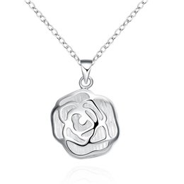 Wholesale Collar Necklace Cheap - Hollow Rose Pendant Necklace Flower Pattern Exquisite Necklace Silver Plated Fashion Jewelry Chain Pendants Women Men Collar Cheap Jewelry