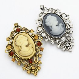 Wholesale white gold cameo - Elegant Victorian Stylish Queen Head Cameo Brooch Vintage Style Women Scarf Pins Antique Gold Antique Silver Party Broaches