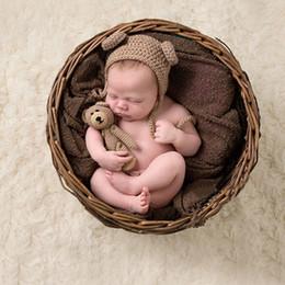 Hot Cartoon Animal nouveau-né Photographie Props Bear Bonnet tricoté à la main et jouet Crochet bébé Photo Prop accessoires cadeau ensemble ? partir de fabricateur