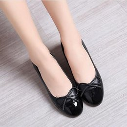 Wholesale Leather Casual Shoes Beige Womens - Womens summer patent leather shoes girls bowknot flat cow muscle outsole casual comfortable single shoe ladies genuine leather wedding shoes