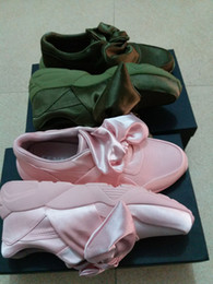 Wholesale Round Box Bow - 2017 fenty Be Rihanna X Silk Bowknot Shoes BOW powder pink  green Silk casual shoes 330160538 with box and bags free shipping 36-40