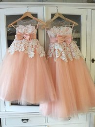 Wholesale Peach Tulle Wedding Dresses - Vintage Little Flower Girls Dresses Peach Sweetheart Sleeveless Lace Appliques Sheer Neckline First Communion Dresses Girls Party Gowns