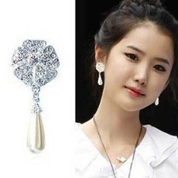 Wholesale Stud Pearl Earrings Droplets - Jewelry Korean version of the full diamond five leaves flowers earrings water droplets pearl earrings shining star earrings for women