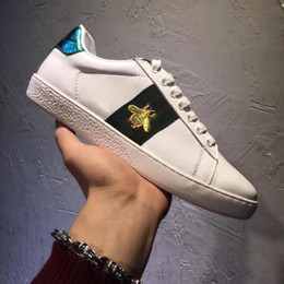 Wholesale black male models fashion - Embroidered bee Men Shoes Man Casual Shoes Genuine Leather brand Fashion Male shoe High quality cow leather man selling Model 158496397