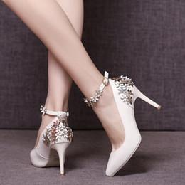 2019 fiori bianchi dei tacchi bianchi Scarpe da sposa scarpe da sposa fiore  scarpe da promenade 9e4786215ba