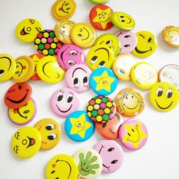 Wholesale Smile Face Button - 100pcs Smile Face Badges Pin On Broochs Smiley Face Icon Button Smile Open Eyes Fun Badge Smiling Kindergart Gift Cute Waiter