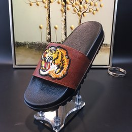 Wholesale Home Slipper Men - 2017 New mens slide slippers fashion convenient summer outdoor genuine leather beach sandals home loafers with tiger embroidery