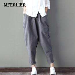 Pantalons d été Femmes 2017 Mode Femmes Pantalon Plus La Taille Élastique  Taille Lâche Casual Coton Lin Harem Pantalon 7a643b1214a9