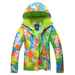 3878673c2e5 Al por mayor-envío gratuito Chaquetas de esquí amantes ropa de nieve mujeres  Chaqueta de snowboard hombres chaqueta de esquí a prueba de viento  respirable ...