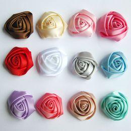 Cheveux rosette fille en Ligne-200pcs / lot 3CM Colour 3D Rosettes Roulées, Boutique Enfants DIY Satin Rose Fleurs Pour Bébés Filles Mariage / Accessoires De Cheveux