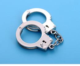 Wholesale handcuff keys - Design Cool Metal Key Ring Simulation Handcuffs Model Key Buckle For Man Women Key Chain Gift