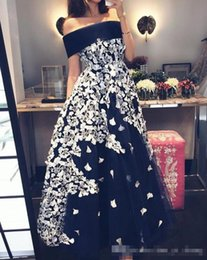 Wholesale Short Occasion Dresses Women - Elegant 2017 Off Shoulder Black Prom Party Dresses With White Lace Appliques Plus Size A Line Evening Occasion Gowns For Arabic Women Vestid