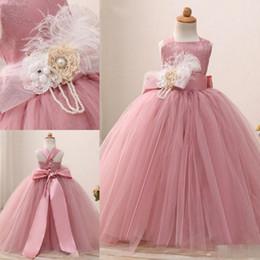 Vestido del desfile de plumas rosa chicas online-Blush Pink Lace Vestidos de niña de las flores Ocasión especial para bodas Feather Kids Vestidos de baile vestido de bola Tulle First Communion Dress