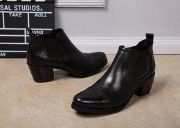 Botas de vaquero para hombre invierno online-Nuevas llegadas Zapatos para hombre Zapatos de tacón alto Botines de cuero negro Botas Chelsea de otoño invierno Bota Militar Botas de vaquero ocasionales