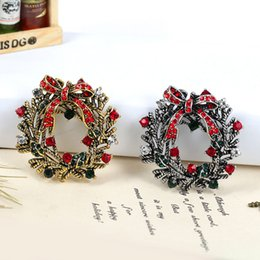 Wholesale Green Rhinestone Wreath Brooch - Rhinestone Brooches Christmas Wreath Brooch For Women Vintage Jewelry 2 Colors Brooch Christmas Theme Brooch Pin Gifts