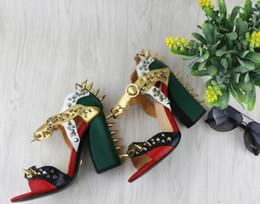 couleur de la boucle en métal rivet épais avec des chaussures à talons hauts mode sandales à bout sexy sandales d'été rivet talons chunky ? partir de fabricateur
