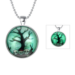 Wholesale Old Fashioned Necklaces - The Old skull luminous necklace Fashion popular noctilucent necklace Halloween sales hot Punk style luminous pendants Factory direct Sale