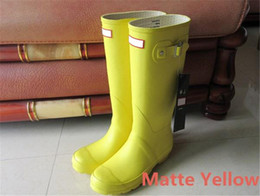 Wholesale Ladies Yellow Shoes - Fashion Wellies Ladies Knee Boot Matte Yellow 2017 Hunter Boots High Boots Waterproof Boots for Women Outdoor Shoes 16 Colors Size 35-42