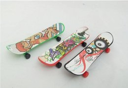 Wholesale Color Plastic Skateboards - children's educational toys wholesale finger novelty toys mixed color 9.5cm plastic finger skateboard