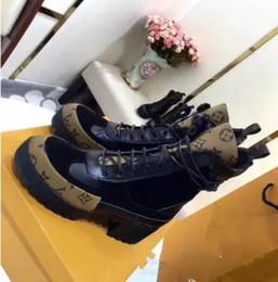 2019 zapatos de la boda de raso de marfil vuelos Botas ultra zapatos de mujer Botas altas de alta calidad Zapatos de lujo con siesta suave Botas de invierno de otoño Botas de mujer Zapatos de talla grande