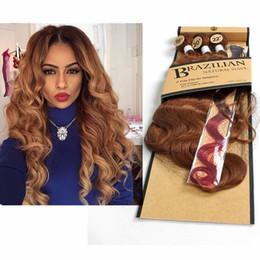 Extensiones de cabello sintético púrpura online-Paquetes de onda corporal brasileña con cierre para mujeres Extensiones de cabello sintético de color Ombre púrpura azulado gris 3 tonos 4pcs / paquete 280g Venta caliente