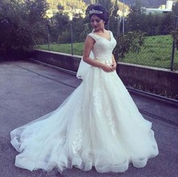 Wholesale Diamond Ball Dresses - 2017 Ball Gown Lace Wedding dress V Neck Princess diamonds Ball Gown Lace Bridal Gowns robe de marriage