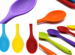 2020 utensilios de cocina de colores Nueva cocina Mini cuchara de silicona colorida resistente al calor cucharas utensilios de cocina utensilios de cocina utensilio utensilios de cocina de colores baratos