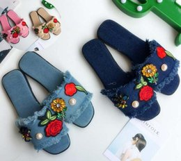 Wholesale Cowboy Sexy Flower - New Fashion Women's flats Casual Shoes diamond flowers bees slippers Sexy Ladies cowboy burrs slipper Woman Peep Toe sandals