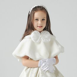 Wholesale Little Girls Capes - Ivory Short Faux Fur Shawl for Little Girls Front Bow Lovely Girls' Capes and Jacket Flower Girls Accessories