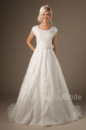 Wholesale Short Sleeved Lace Wedding Gown - 2017 New Modest Wedding Dresses With Short Sleeves Lace Appliques Vintage Country Western A-line Bridal Gowns Sleeved Custom Made Couture