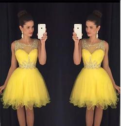 Желтое платье для 8-го онлайн-.2017 Бесплатная доставка Jewel шеи Homecoming платья прекрасный бисером длиной до колен тюль желтый 8-й класс выпускные платья Vestido де Fiest