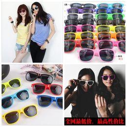Wholesale Cool Sunglasses Wholesale - UV 400 Cool Retro Sunglasses Retro Non-Mainstream Unisex Fashion Vintage Retro Trendy Sunglasses 15 Colors YYA153