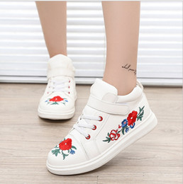 Wholesale New Beautiful Girls - New children's shoes beautiful 2017 autumn and winter new flat with high-end high flower flowers leisure large and medium-virgin shoes plate