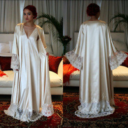 Wholesale Cheap Women Robes - Classy Long Sleeves Cheap Bridesmaid And Bride Robes Custom Made Silk Bathrobe Wedding Party Robe For Women Floor Length Lace Sleepwear