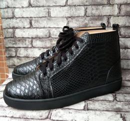 Zapatillas de deporte de gama alta online-Hombres libres del envío de gama alta de cuero genuino de encargo zapatos casuales negros diseño punk alto superior Serpentina zapatillas de deporte inferiores rojos tamaño 36-47 wholesa