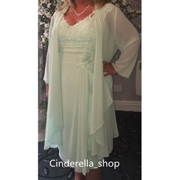 Wholesale Mint Green Coat - 2017 Mint Green Sheath Short Mother Of The Bride Dresses With Coat V Neck Appliqued Lace Knee Length Mother Dresses With Beaded Flower