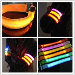 2019 sicherheitsbänder LED-Licht-Armband-leuchtende Armbänder Einseitiges grelles nächtliches Band-laufende Sicherheits-Arm-Band-Fluoreszenz-Schalter-Steuerung rabatt sicherheitsbänder