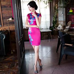 0db01a6fa25 Nouvelle robe de soirée chinoise Qipao robe de charme des femmes courtes  Cheongsam imprimée robe Club de chinois traditionnelle rouge noir sexy  Casual