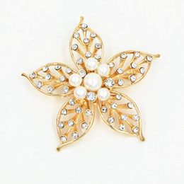 Wholesale Hijab Selling - Fantastic Gold Plated Crystal And Pearl Flower Jewelry Brooch Pin Hot Selling Women Party Bouquet Pin Brooch Lady Hijab Wear Pins