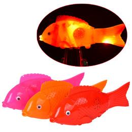 Pancromático brilho com música simulação peixe elétrico pode cantar flash run nadar livre peixe atacado brinquedos cheap mini toy fish de Fornecedores de mini brinquedo de peixe