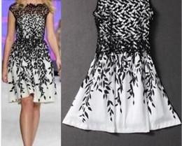 Argentina 2015 nueva moda de encaje bordado sin mangas barato más el tamaño para las mujeres vestido blanco negro vestido vestidos de verano Suministro