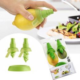 Wholesale Plastic Fruit Orange - Creative Hand Fruit Spray Tool Juice Juicer Lemon Spritzers Orange Watermelon Sprayer Squeezer Kitchen Tools DHL Free Shipping