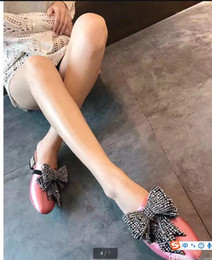 Argentina 2017 zapatos de mujer negro azul rosa satinado Rhinestones perlas joyería nudo mariposa bordado en mocasines mocasines zapatillas cheap black slippers beads Suministro