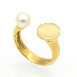 Wholesale Gold D Ring - European and American stars have a natural freshwater pearl black agate nail with a simple and generous gold ring