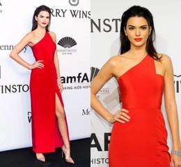Vestidos de baile lado corte azul on-line-Kendall Jenner Vestidos de Celebridades Elegantes 2020 Bainha de Um Ombro Até O Tornozelo Vestidos de Noite Formais Vestidos Side Cut Out Custom Prom Dress