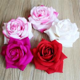 Diadema de flor de terciopelo rosa. 10.5 cm / 4.13