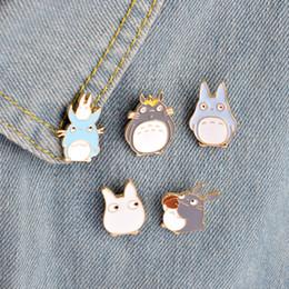 Chicas lindas jeans online-Kawaii Cute Cartoon Mi Vecino Totoro Broches Pins Chica Jeans Bolsa Decoración Para Amigo Regalos de Niños